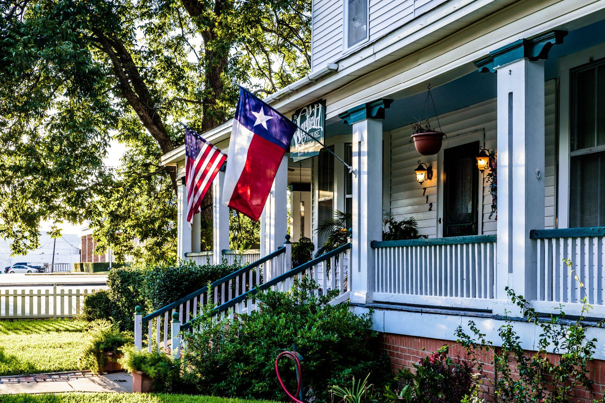 American and Texas state flags